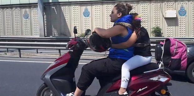 Kadın Motosiklet Sürücüsü Çocuğunu Kendisine İple Bağladı!