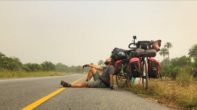 Tam bir yıldır Afrika'da pedal çevirip belgesel çekiyor!