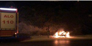 Arıza yapan motosikletini yaktı.