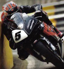 """Dünyanın En Tehlikeli ve Ölüme En Yakın Yarışı """"Isle of Man TT"""""""